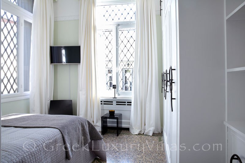 Luxurious Bedroom in Athens City Centre