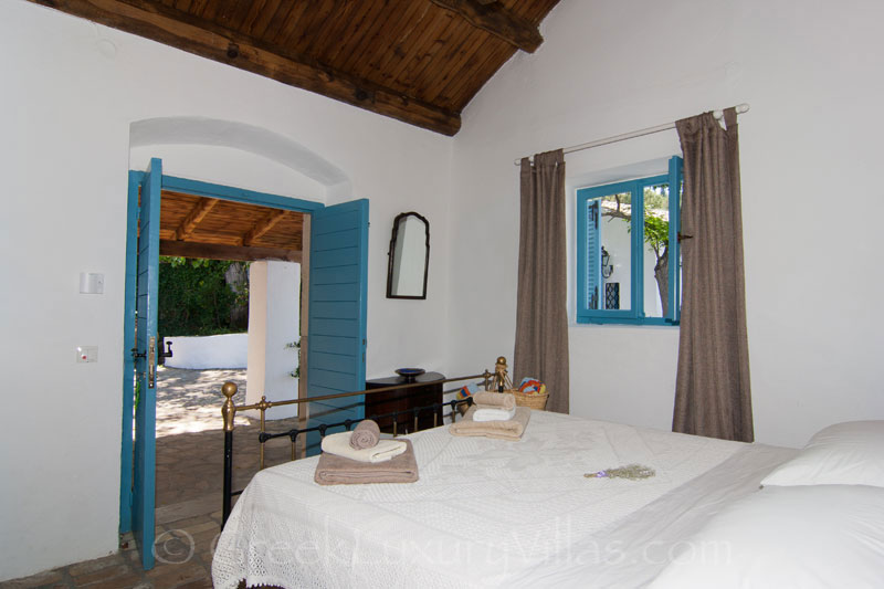 Absolute Seafront Bedroom Villa Corfu