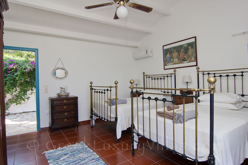 Absolute Waterfront Villa Guesthouse Double Bedroom