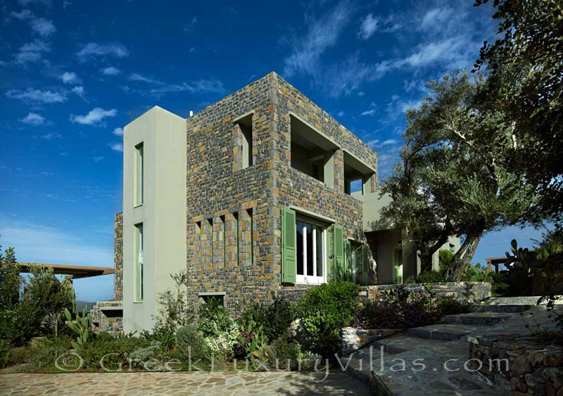 A large luxury villa for groups in Elounda, Crete