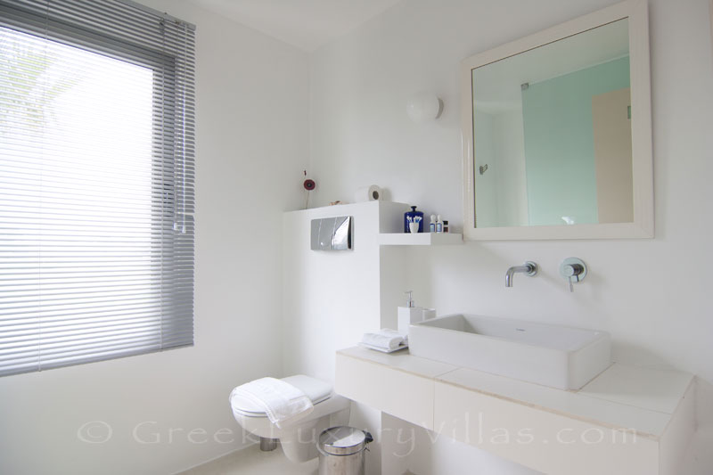 The bathroom of a beachfront villa in Maleme, Crete