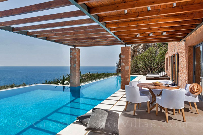 Seafront villa with pool in Crete