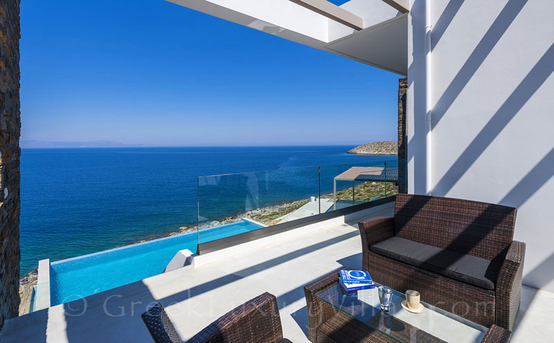 The Cretan modern seafront luxury villa