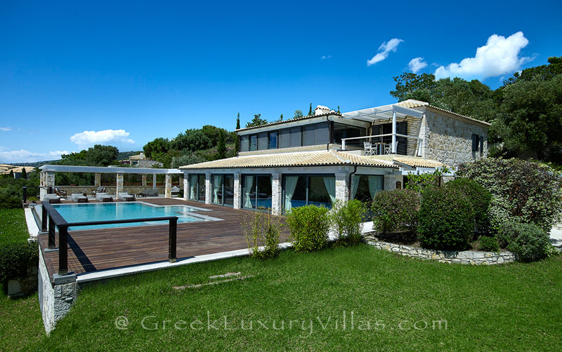 A four bedroom luxury villa with a heated pool in Sivota