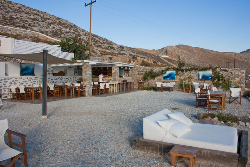 A la carte restaurant and pool bar of seafront villas in Folegandros