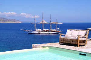 10 Beachfront Villas on Folegandros