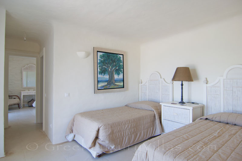 Guest suite with single beds in private luxury villa
