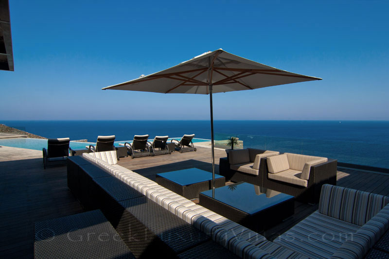 Big luxury villa by the beach in Kea