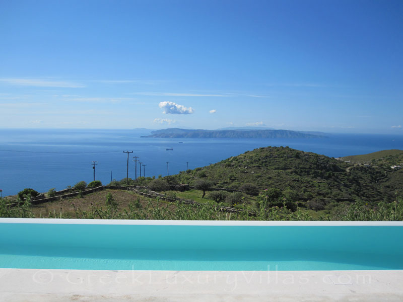 The luxurious villa with a big pool and seaview on Kea