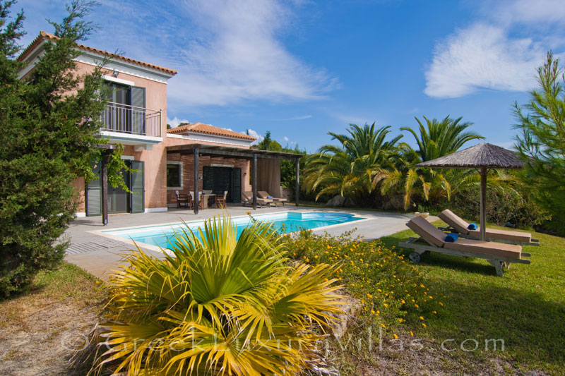 A two bedroom modern villa near the beach in Kefalonia