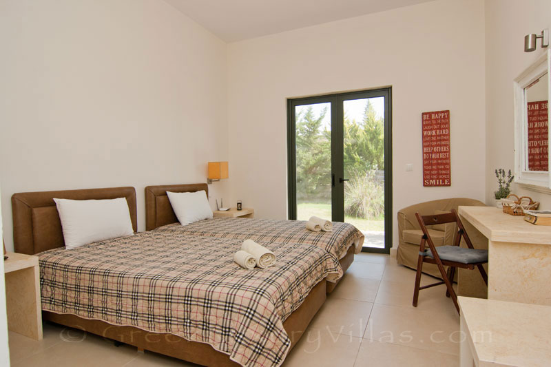 A twin-bedroom in a modern, three bedroom villa near the beach in Kefaloniain Kefalonia