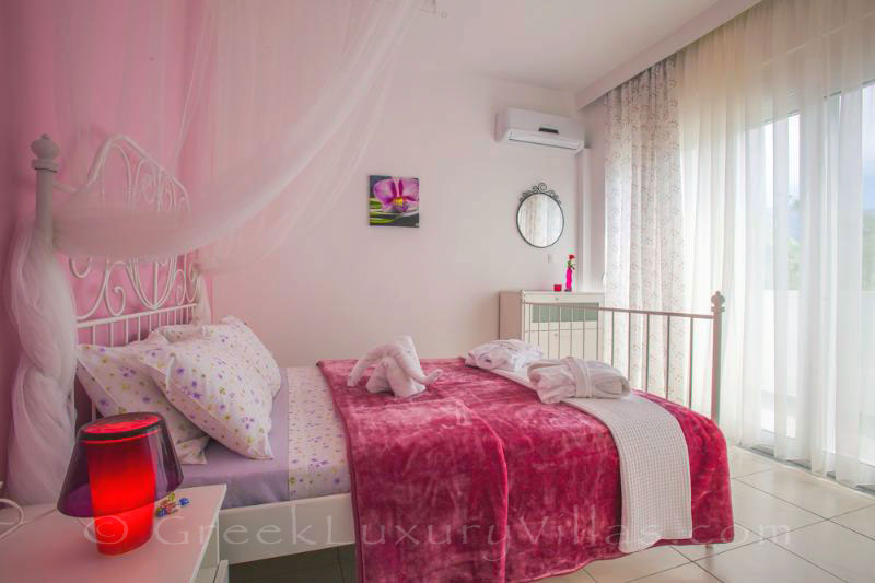 Kos holiday house near beach pink bedroom