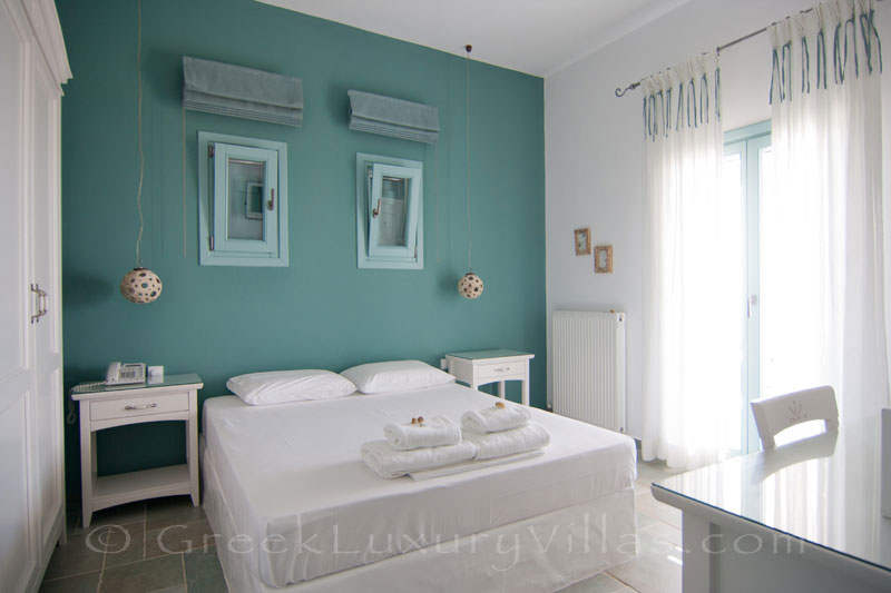 Bedroom of luxury villa with pool in Koufonisi