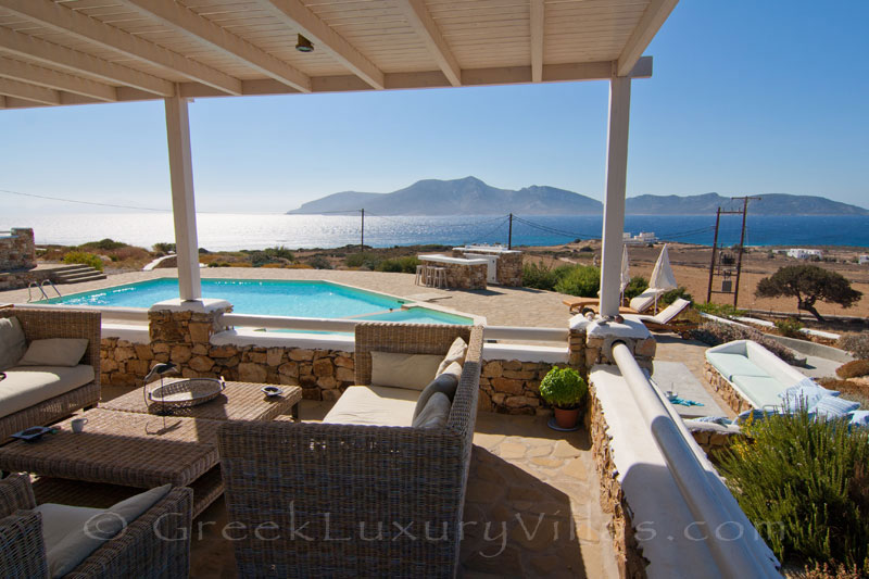 Outdoor lounge area with sea view from the veranda of luxury villa with pool in Koufonisi
