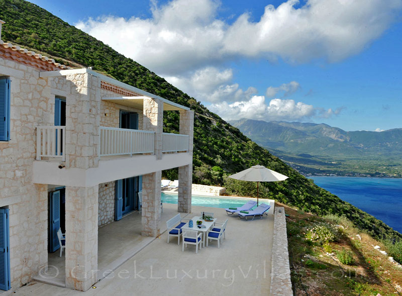 A luxury villa in Lefkas which sleeps six people and has great seaview and a pool