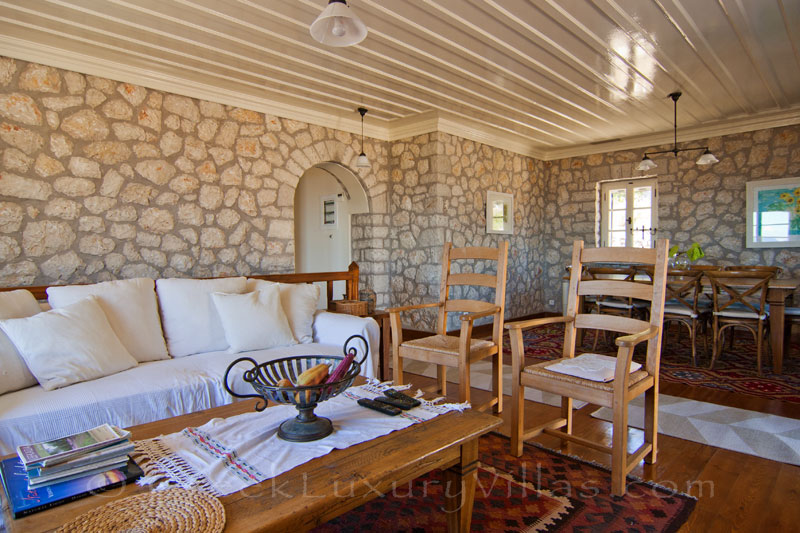 Living-room of traditional villa for 10 people on Lefkas
