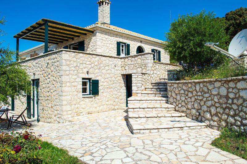 Traditional villa with 5 bedrooms, pool and stunning sea view in Lefkada