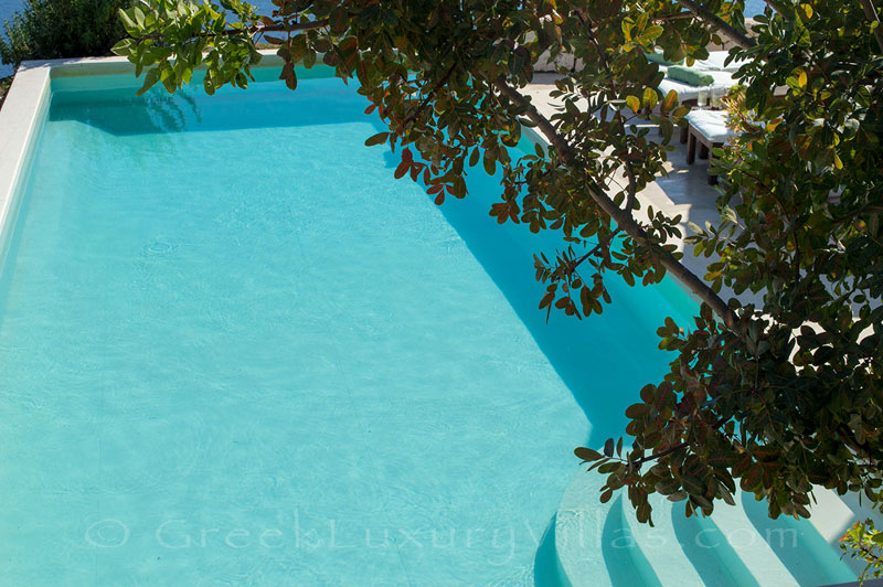 A luxury villa with a swimming pool in Lefkada