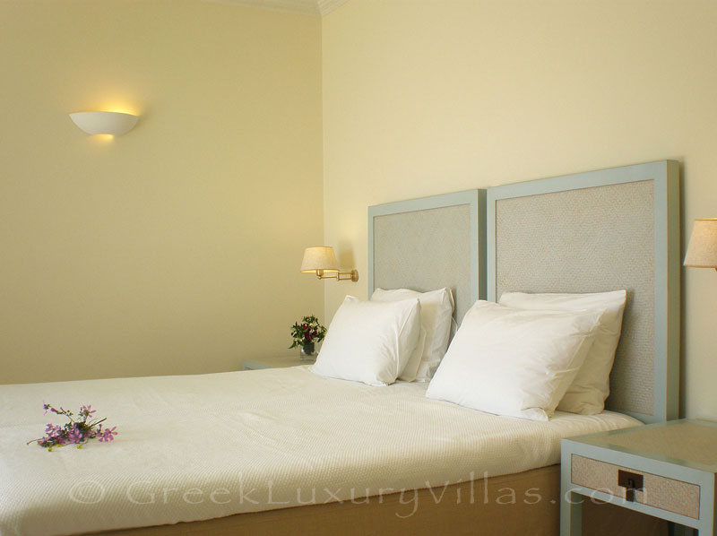 A twin bedroom in a villa with seaview and a pool in Lefkada
