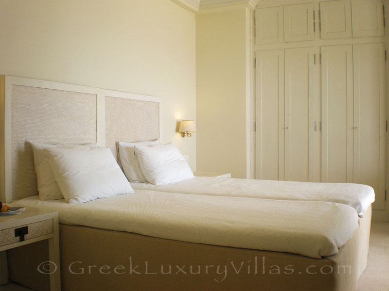 A twin-bedroom in a villa with seaview and a pool in Lefkada