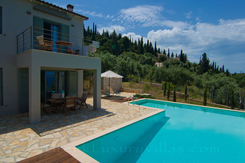 A villa with a pool in Agios Nikitas, Lefkas