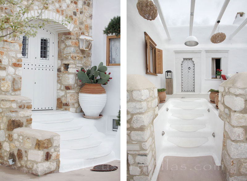 A luxury villa that has a pool in Naxos