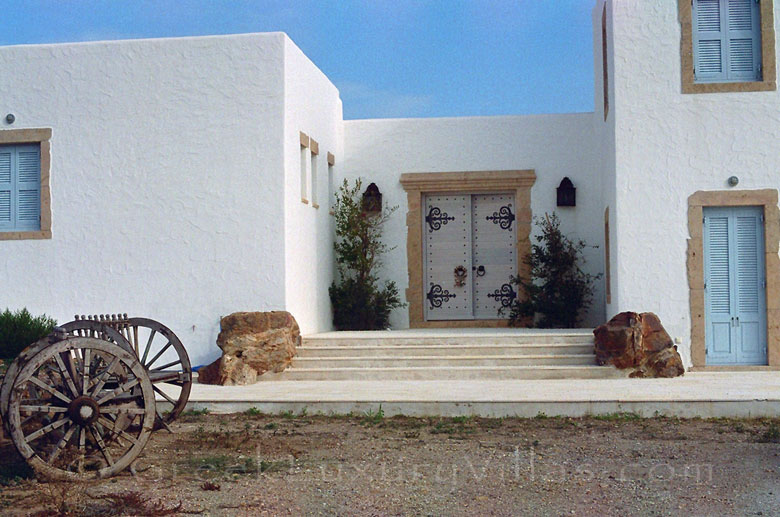 The entrance of a beachfront villa in Patmos
