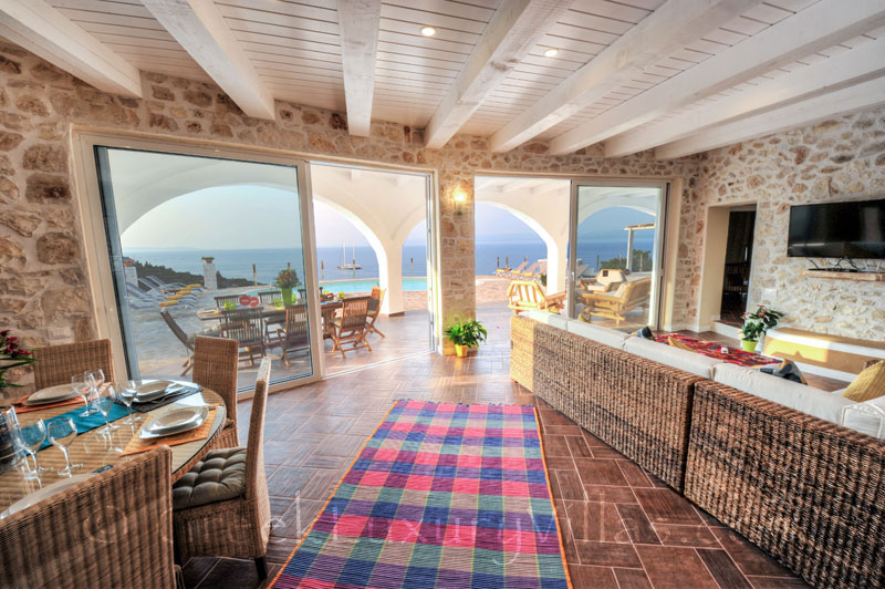 The living-room in a cheerfully decorated villa with a pool and seaview in Paxos