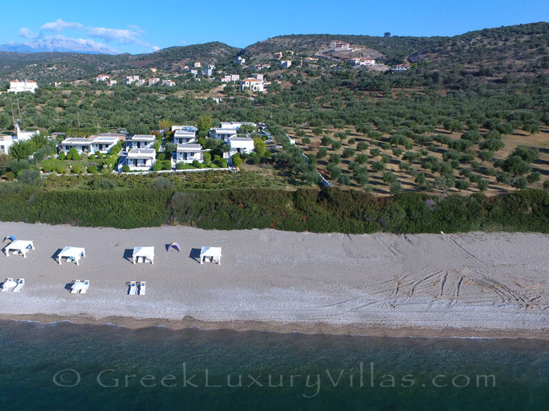 The beachfront where the bungalows on the beach of Peloponnese are situated