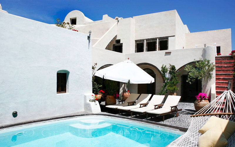 The luxurious villa with a pool in a traditional village in Santorini