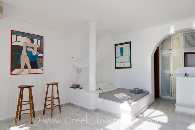 A suite with seaview in a large villa with a pool on the cliff in Santorini