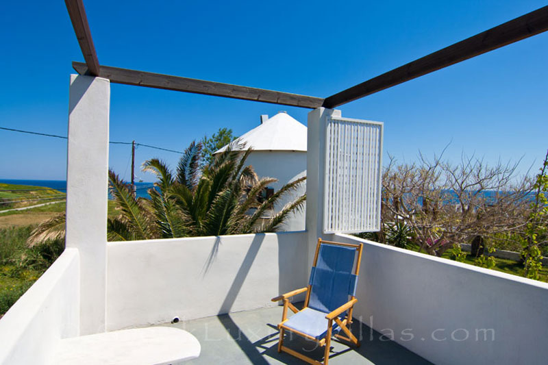 Sea view of villa for two in walking distance to the beach