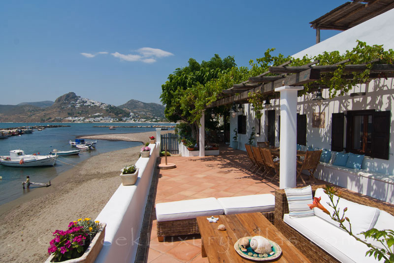Direct beach access of beachfront villa in Skyros