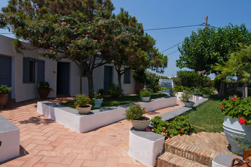 Guest houses of beachfront villa in Skyros