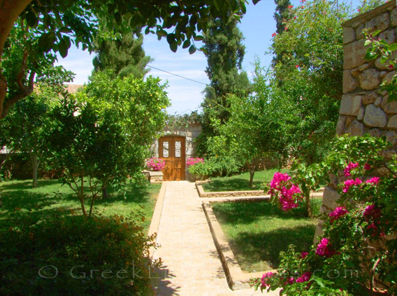 A traditional villa in Spetses with a garden
