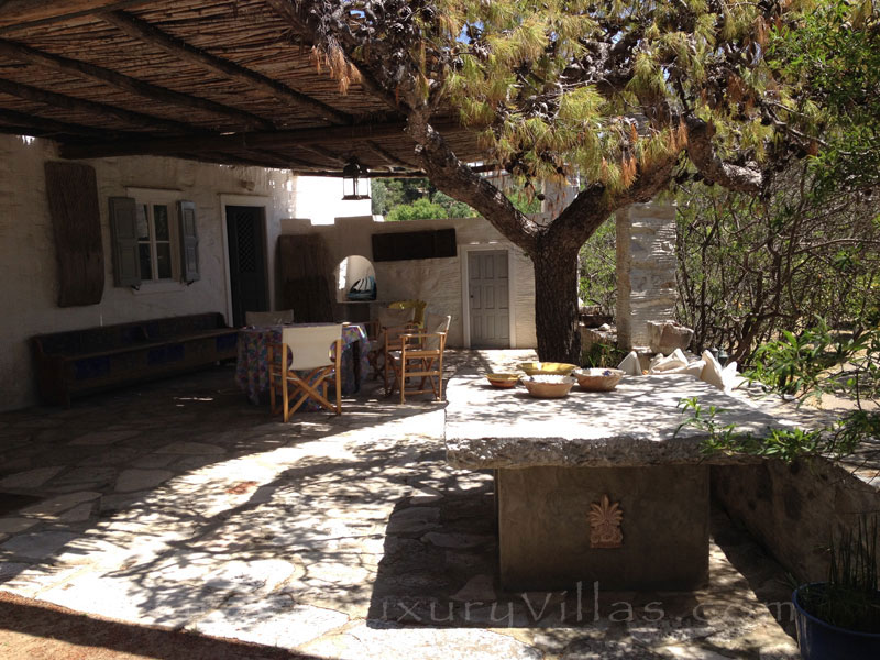 Guest house cottage of villa for large groups in Syros