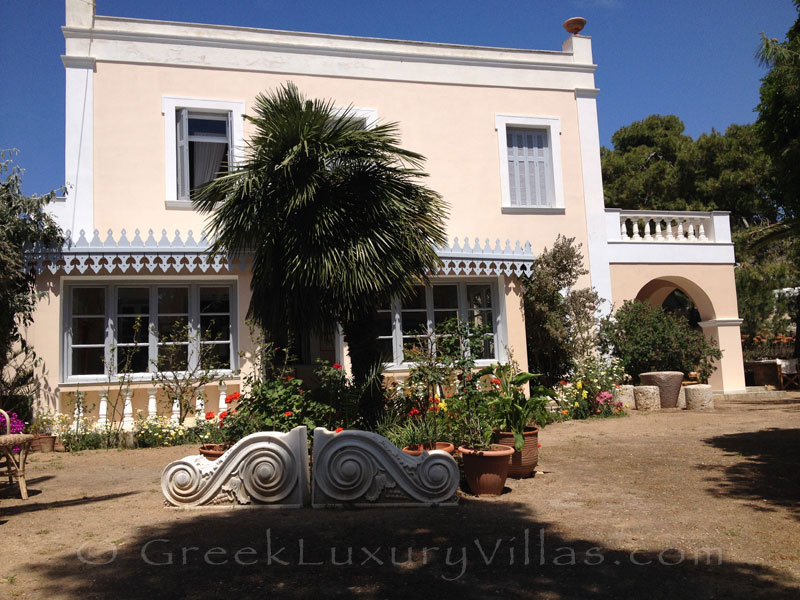 Neoclassical style villa for large groups in Syros