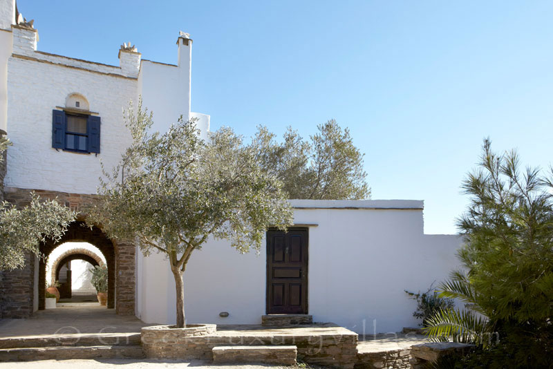 Tinos luxurious traditional house for two
