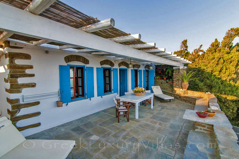 traditional villa on Tinos with spacious terrace