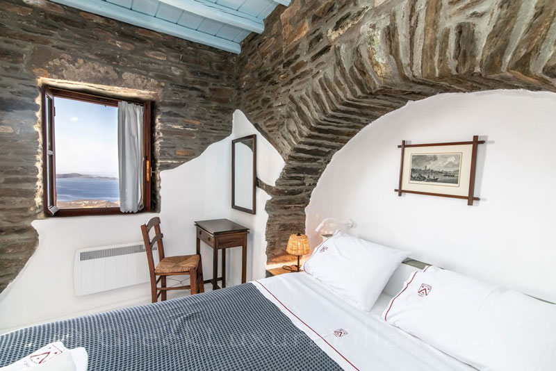 traditional villa for four on Tinos bedroom