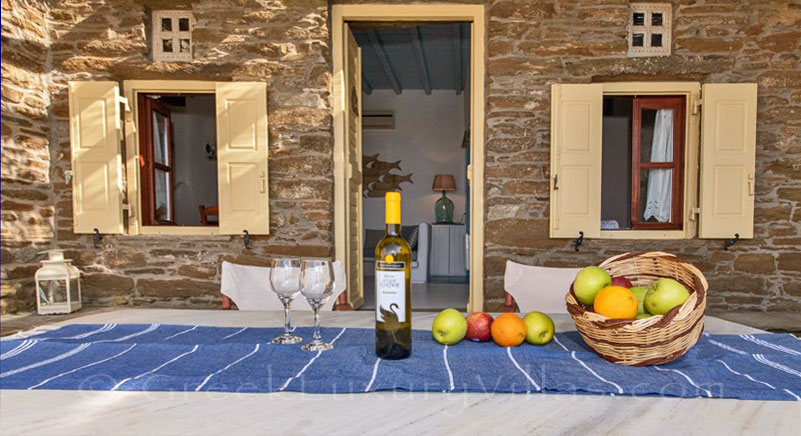 traditional villa for four on Tinos veranda