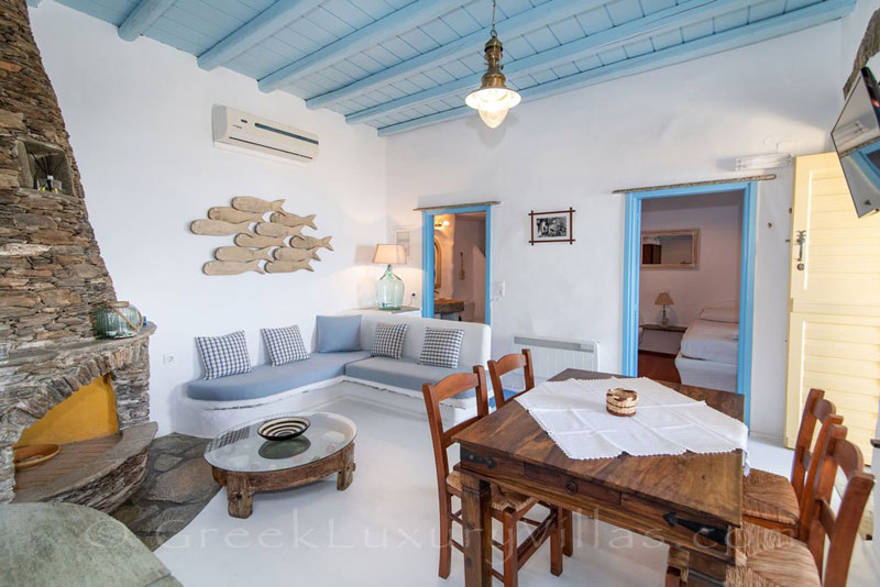 traditional villa for four on Tinos living room