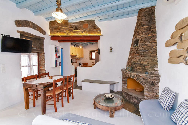 traditional villa for four on Tinos open plan living