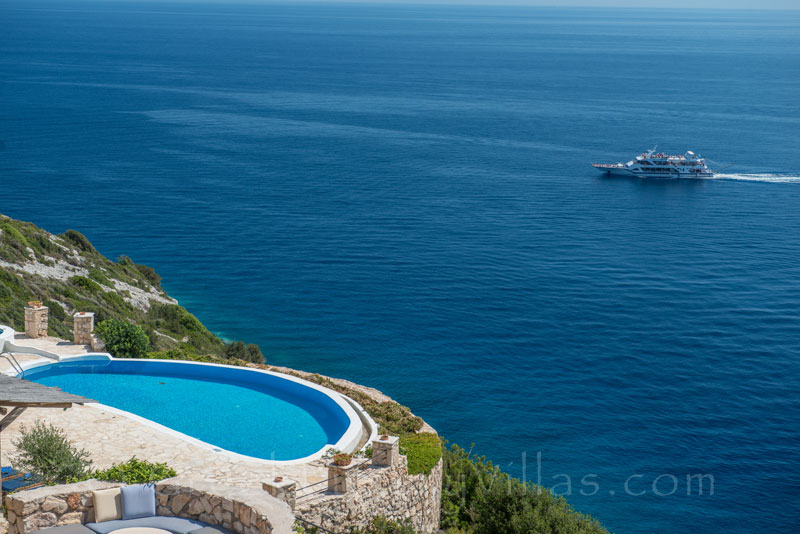 A villa in front of the sea with a pool in Zakynthos