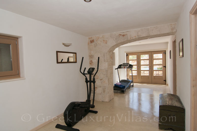 The gym of a villa with a pool in Zakynthos